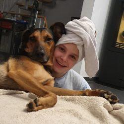 Jordan sparte einen Teil ihres Taschengeldes für die Hunde in Dombovar