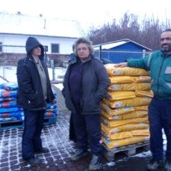 Tierheim in Mohács bekam in dieser Woche für 1000 Euro Hundefutter